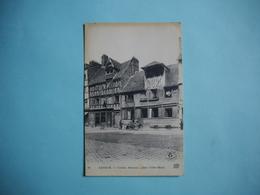 LISIEUX  -  14  -  Vieilles Maisons , Place Victor Hugo   -  CALVADOS - Lisieux