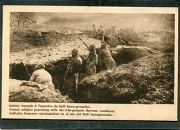 CPA - Dans La Tranchée - Soldats Français à L'exercice Du Fusil Lance-grenades - Guerra 1914-18