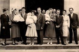 Grande Photo Originale Le Baptême Des Triplets, Pardon Des Triplettes - Famille, Parents Et Grands-Mères ! - Anonieme Personen