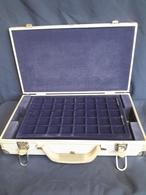 Münzkoffer Mit 6 Tableaus Für 240 Münzen 10 Oder 20 EURO, Gebraucht (Z1268) - Supplies And Equipment
