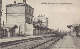 LOUVRES : Intérieur De La Gare - Louvres