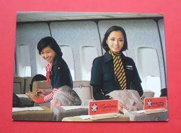 JAL Japan Airlines - Stewardess, Aircraft --- Airplane Aeroplane Plane Avion Flugzeug Luftfahrzeug --- 288 Lo - 1946-....: Ere Moderne