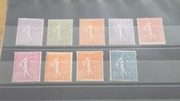 LOT 386489 TIMBRE DE FRANCE NEUF* N°197 A 205 VALER 84 EUROS - France
