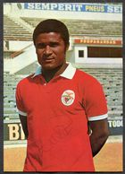 D12 - AUTOGRAPHED Postcard EUSEBIO. Signature. 1970s Benfica Lisboa Soccer Player. Football Futbol Fussball - Football