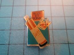 Pin610d Pin's Pins : Rare Et Belle Qualité :  BOISSON APERITIF ANISETTE SUZE ET TONIC  , Marquage Au Dos : - ---- - - Beverages