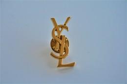 PIN  : YVES SAINT LAURENT VINTAGE - Gold Plated  - Monogramme Logo - Original - Excelent Condition - Jewels & Clocks