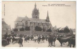 29 - SAINT-THEGONNEC - L'Eglise, Côté Nord - Un Marché De Bestiaux - Villard 757 - Saint-Thégonnec