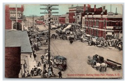 18345  SD Huron Street Scene During State Fair - Verenigde Staten