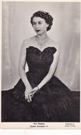Postcard HM Queen Elizabeth II Photograph By Dorothy Wilding [ By Photochrom ]  My Ref  B11940 - Royal Families