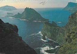 Iles Féroé - Faroe Islands - Mikines Og Tindholmur Saeo Av Vagoynni - Mikines & Tindholmur Seen From Vagoy- CAD Tvoroyri - Féroé (Iles)