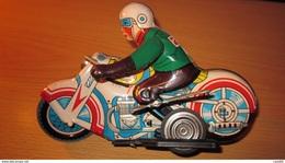 MOTOCICLETTA LATTA Ancien Modèle Des Années 70 (reproduction De La Motorcycle Années 50) CHINA - Other Collections