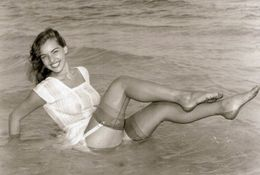 Vintage Girl Beach - Pin-up