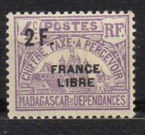 MADAGASCAR ( TAXE ) : Y&T  N°  30  TIMBRE  NEUF  AVEC  TRACE  DE  CHARNIERE  , A  VOIR . - Madagascar (1889-1960)