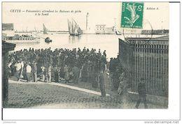 CETTE SETE POISSONNIERS ATTENDANT LES BATEAUX DE PECHES CPA BON ETAT - Sete (Cette)