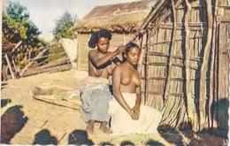SUD De MADAGASCAR    Soins De Beauté (timbres Enlevés) - Madagascar