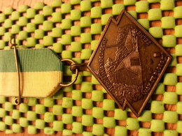 "Medaille  / Medal - Hefst.w.tocht , W.S.V De Ploeg Zelhem ""65 / Walking  / Marche Pour L'Association   - The Netherlands - Pays-Bas"