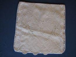 114 - Poche Pour Vêtement De Nuit Brodée - Bed Sheets