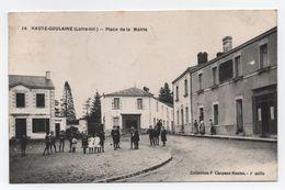 HAUTE-GOULAINE (Loire-Inf.) - Place De La Mairie - Belle Animation - Voyagée - N°14 - TTB. - Haute-Goulaine