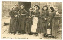 L' AUVERGNE - Les élégantes Du Pays - Auvergne