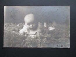 AK Echtfoto 1911 Baby Im Strickkleid / Strickpullover. Altdeutschland Bayern. Regensburg - Portraits