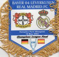 Fanion Du Match BAYER LEVERKUSEN / REAL MADRID Finale Champions League 2002 - Habillement, Souvenirs & Autres