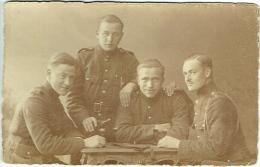 Foto/Carte Photo. Militaria. Groupe De Soldats à L'Apéritif - Krieg, Militär