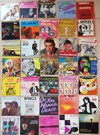 LOT De 35 DISQUES VINYLS - 45 T  Adamo, Distel, Brel, Ferrat, Auffray,  Voir Scans - Vinyl Records