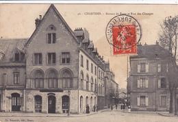 28. CHARTRES.  CPA .BUREAU DE POSTE ET RUE DES CHANGES. ANNÉE 1908. ANIMATION - Chartres