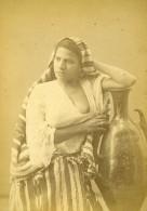Algerie Porteuse D'eau Dénudée Portrait Ancienne Photo Carte Cabinet Geiser 1880 - Photographs