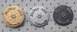 Happy New Year 1982 Snowflake Slovenia Pins - Christmas