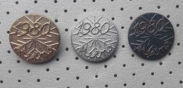 Happy New Year 1980 Snowflake Slovenia Pins - Christmas