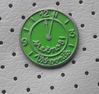 Happy New Year 1981 Clock Slovenia Pin - Christmas