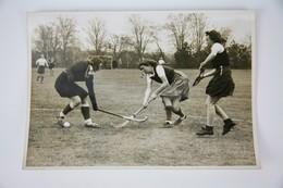 1943 Official Press Photo: Women's Field Hockey: Berliner HC Vs Rot-Weiss Köln - Hockey - NHL