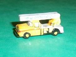 Fèves / Sports : Camion De Pompiers, Chevrolet 1960 GB   T124 - Sports