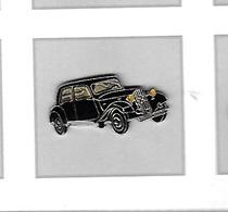 Pin's  Automobile  Citroën  Traction  Avant  Noire  Argent  Phares  Jaunes - Citroën