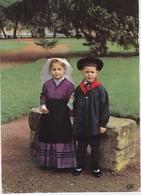 En Auvergne Enfants En Costumes Du Pays - Autres