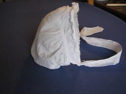 145 - Bonnet  Ancien, Brodé - Children