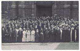 Cpa Carte Photo Groupe De Curés, Soeurs, Nonnes Devant église Ou Cathédrale à Localiser ( CPH ) - Cartes Postales
