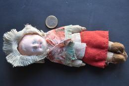 VIEILLE POUPEE - Dolls