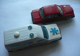 JET-CAR De NOREV - VOLVO 264 Et MERCEDES Ambulance - Norev