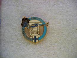 Pin's (Couleur Bleue) De La Gendarmerie De La Ville De MARSEILLE: Helicoptere, Moto - Police