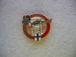 Pin's (Couleur Rouge) De La Gendarmerie De La Ville De MARSEILLE: Helicoptere, Moto - Police