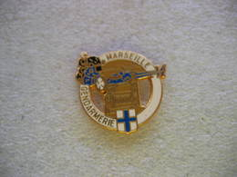 Pin's (Couleur Blanc) De La Gendarmerie De La Ville De MARSEILLE: Helicoptere, Moto - Police