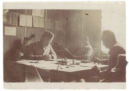 Photo Soldats Dans Bureau     ( PH ) - Guerre, Militaire