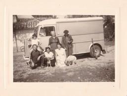 Photo D Une Famille Francaise Devant Un Tub Citroen Type H Chasseur Fusil Et Chiens - Automobili