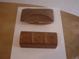 ANCIENNE  BOITE A TIMBRES  AVEC TAMPON BUVARD - Stamp Boxes
