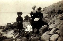 Carte Photo Originale Plage Sans Maillot De Bain Pour élégantes & Enfants En 1906 - M Trouvant à La Plage De Berreillon - Pin-up