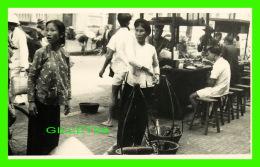 SAIGON, VIET-NAM - VUE DES GENS AU MARCHÉ - ÉCRITE EN 1947 - - Viêt-Nam