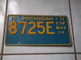 ANCIENNE PLAQUE IMMATRICULATION AMERICAINE USA MICHIGAN 1971 USA LICENSE PLATE !!! - Number Plates