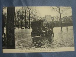 C.P.A. - INONDATIONS DE 1910 - CRUE DE LA SEINE - PARIS UNE PANNE AVENUE BOSQUET - VOITURE ANCIENNE - Catastrofi